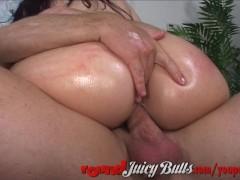 Bubble butt hottie riding big cock