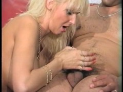 Blonde has trouble making it grow up with her hand