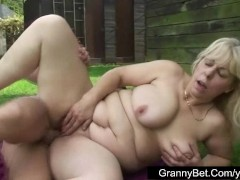 Plump mature lady fucked in a public changing room