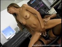 Black Girls Licking Pussy In Studio
