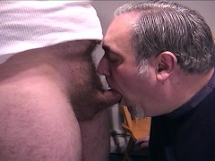 Older guy giving perfect blowjob