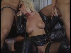 Classic Europorn 2 for 1 bonus - 2 guys on a hot blonde and 2 hot girls with another girl