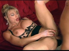 Muscle girl with big clit gets buggered
