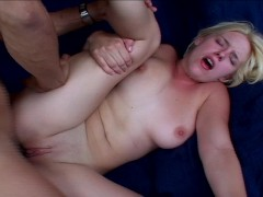 Missy moans her way to cumming
