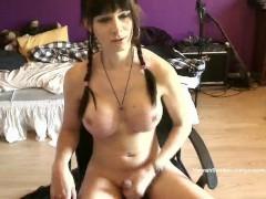 Hannah Sweden cums on the desk