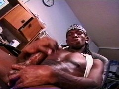 Thug Masturbates And Plays With His Booty