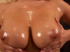 Luceana oiled up and jilling off