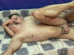 Two hot guys get it on