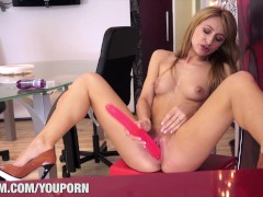 : Porn Casting with Carla Flames
