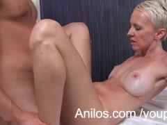 Amateur cougar gets a happy ending massage