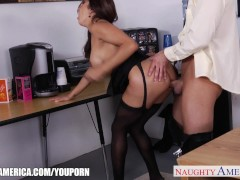 : Brunette babe Francesca Lee gets nailed in the office