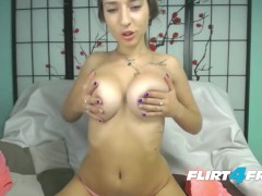 Jasmine Life Spreads Her Beautiful Pussy for Webcam