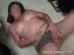 American gilf Ava ends up on the floor masturbating