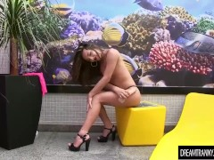 Shemale Babi Aydal jerks it with a dildo