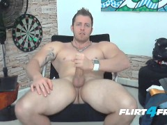 Burly Dirty Talker Tiago Mendes Jerks Off On His Ripped Body