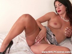 Brunette Roxy Mendez shows off sexy l...