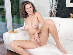 SexBabesVR - Virtual Girlfriend Emylia Argan