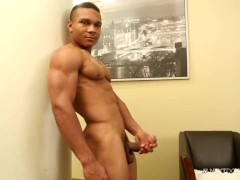 NextDoorEbony Bodybuilder Flex Jerks of his BBC