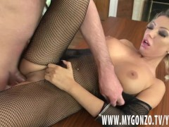 Blonde bimbo Rebeca Cerrera gets busted by Dieter Von Stein (incl. scene interviews)