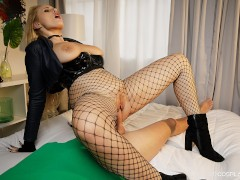 VRCosplayX.com Make Up Sex With Busty Black Canary XXX Parody