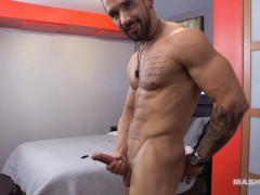 Sexy French Canadian Muscle Hunk Replies To Web Cam Request