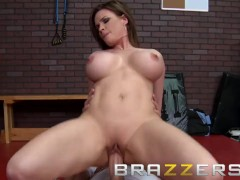 Brazzers - Dirty PE milf Diamond Foxxx makes students tap out with her ass