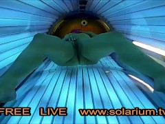 Im öffentlichen Sonnenstudio beim Masturbieren auf der Sonnenbank heimlich gefilmt