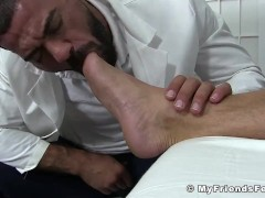 Bald gay Killian feet fucked by muscular doctor