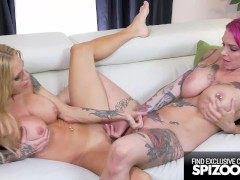 Tattooed MILFs in a Hardcore Lesbian Fuck Fest, Anna bell & Sarah - Spizoo