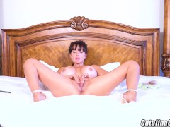 Big titty milf Catalina Cruz oiled up live on webcam
