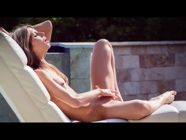 Virtualporndesire gina gerson plays by the pool 180 vr 60