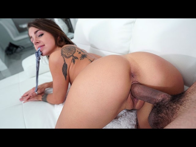 Propertysex hot couch surfing babe fucks germaphobe host