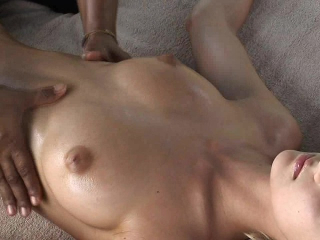 Anna Gets a Naughty Sensuous Oil Massage #503777