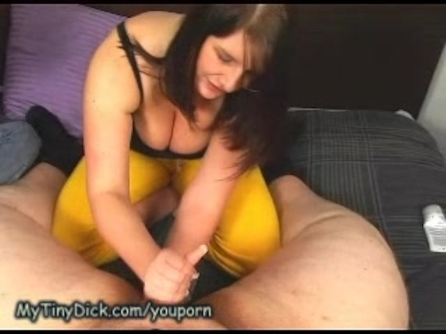 Seymorebutts two babes play with sex toys 5