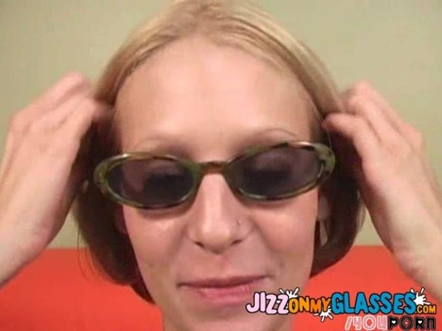 milf-in-sunglasses-facial
