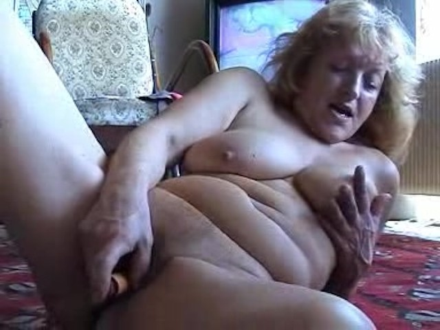 Mature lady masturbates with plastic bottle