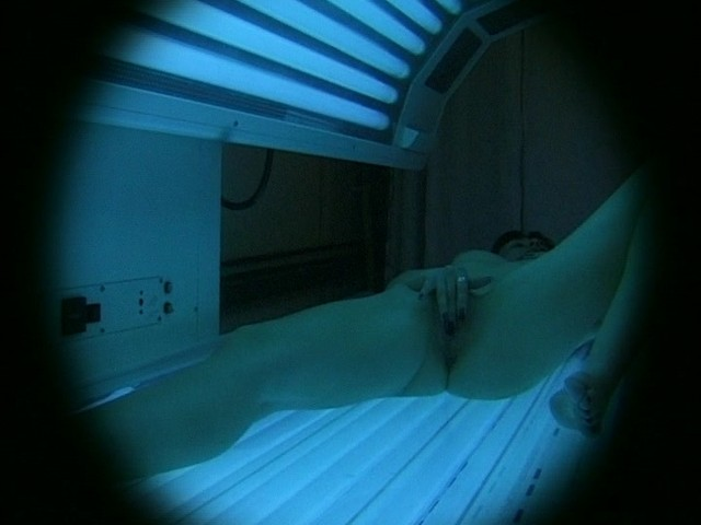 Hot naked chick in a tanning bed porn clip
