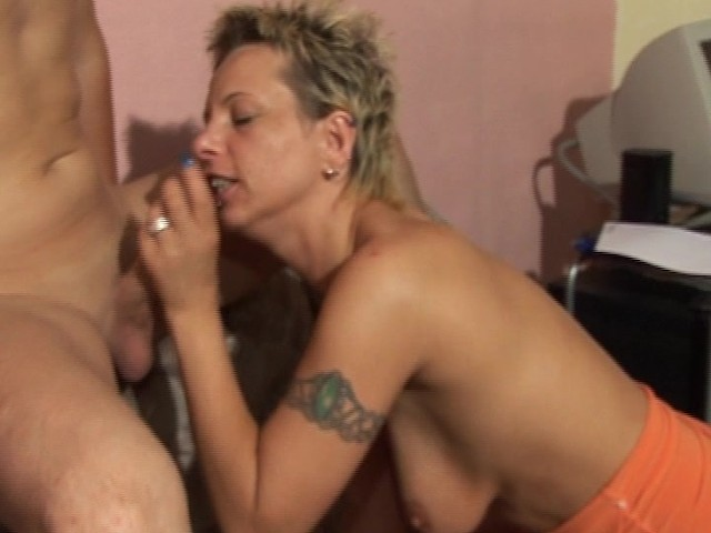 Irrepressible Threesome Nailing Cum Swallowing