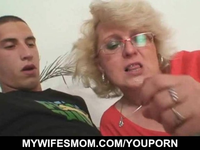 Hubby fucks Stepdaughter, while Mom comes in - YouPorn
