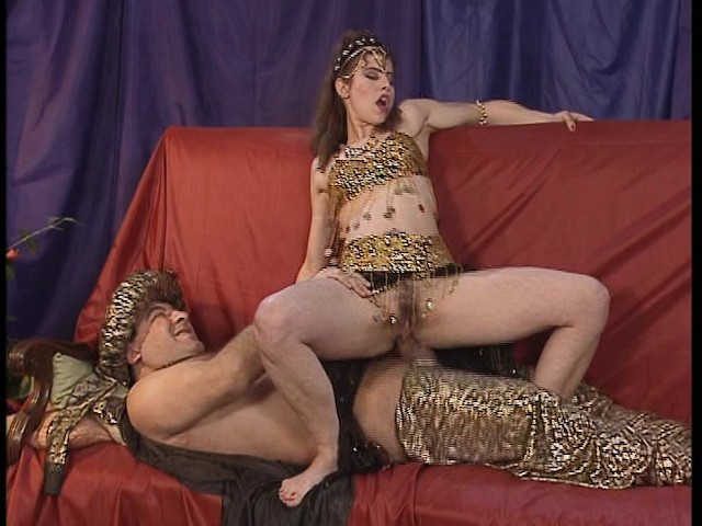 Belly dancer pussy fingered — photo 7