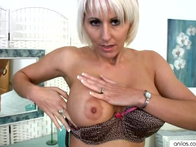 Sexy Cougar In Bra And Panties Toys - Free Porn Videos -3529