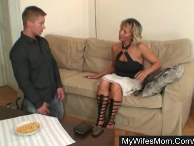 Fetish milf threesome pissing