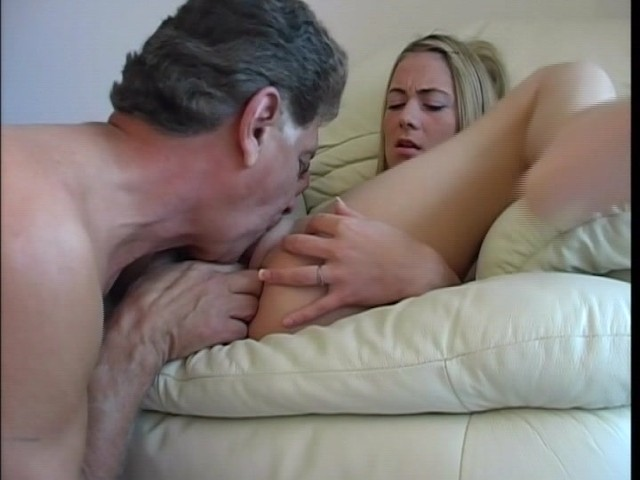 Amateur Blonde Girl Peeing Before Getting Banged - Free Porn Videos -  YouPorn