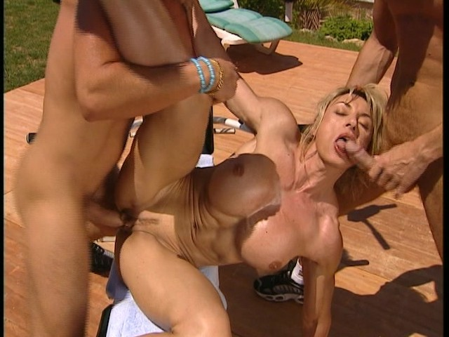 Female Bodybuilder Porn Muscle Anal - Female bodybuilder banged at resort - DBM Video