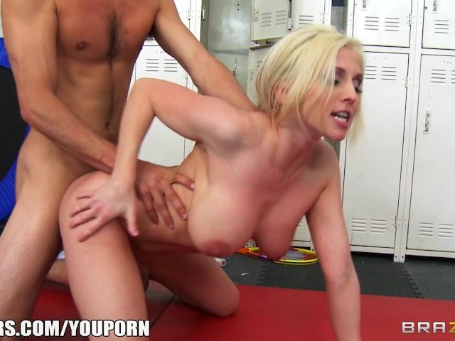 locker-room-girl-porn