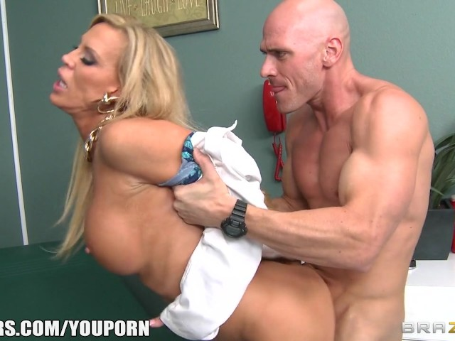 Divorced doctor gives her well hung patient a thorough exam 2
