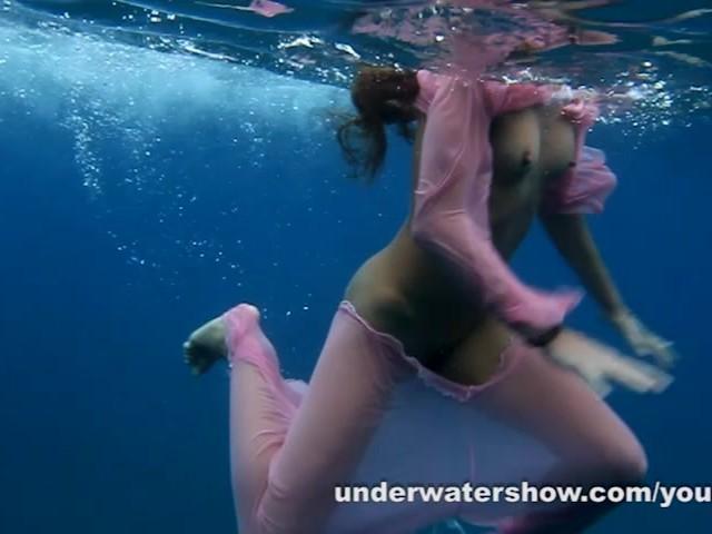 Nastya And Masha Are Swimming Nude In The Sea - Kostenlose -7014