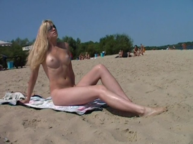 Nudist Beach Brings The Best Out Of Two Hot Teens - Free -9292