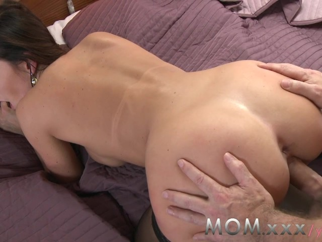 Mom brunette loves having men pay special 5