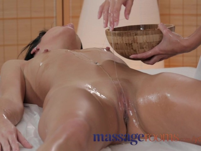 Massage Rooms Elegant Model Gets Long Legs Oiled And Has -8483